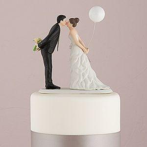 Kiss Couple Cake